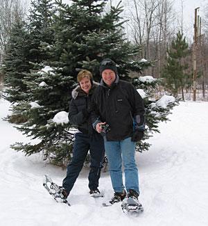 Pat-&-Michelle-snowshoe